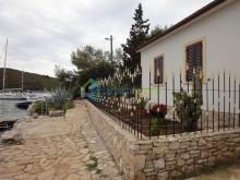 Dom na ostrove Šolta, Maslinica