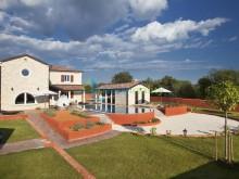Luxusná vila s bazénom v Cabrunici