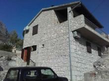 Tradičný kamenný dom na Hvare