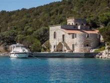 Zámok na ostrove pri Zadare
