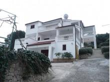 Dom s apartmánmi v Tribunj