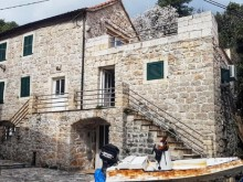 Kamenný dom na Hvare