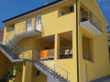 Dom so 4 apartmánmi v Rogoznici