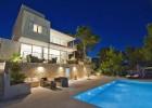 Luxusná moderná vila s 5 spálňami a bazénom