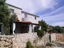 Dom pri mori v Sevide, Marina