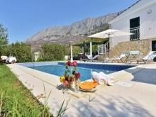 Vila s bazénom  v Omiši