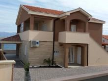 Dom s 3 apartmánmi na Vire