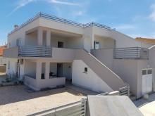 Dom s 3 apartmánmi na Vire pri mori