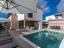 Moderná vila s bazénom v Zatone