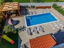 Vila s bazénom neďaleko Splitu